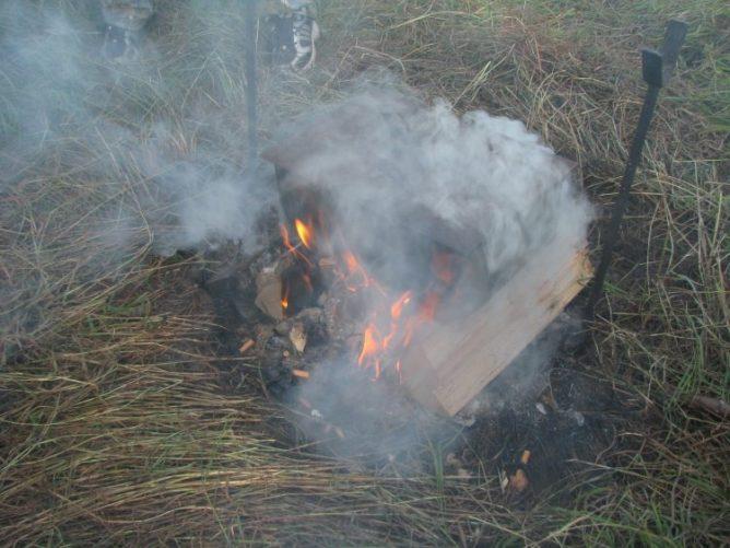 Дымящийся костер